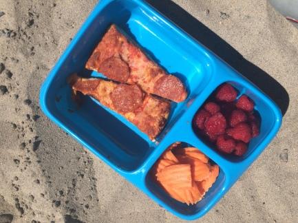 bynto box at the beach